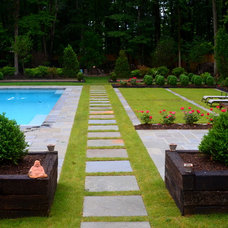 modern landscape by Pristine Acres