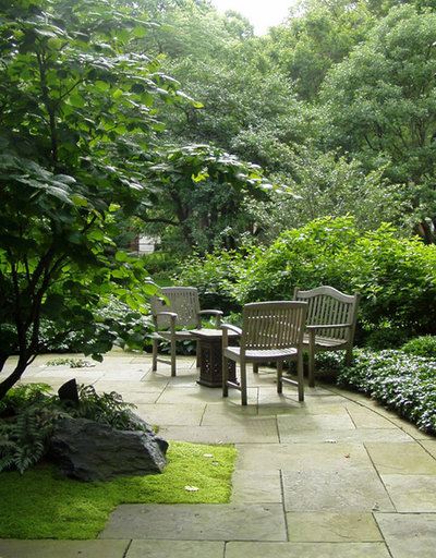 Traditional Landscape by Kim Rooney Landscape Architecture