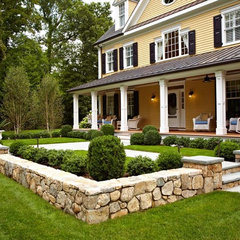 traditional landscape by TR Building & Remodeling Inc.