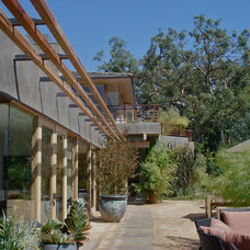 Contemporary Landscape by Warren Lawson Architect