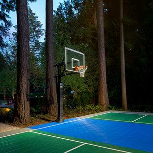 Klassischer Garten mit Sportplatz in Vancouver