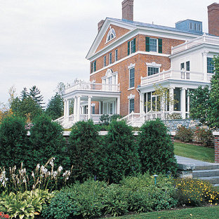 Inspiration for a traditional side yard landscaping in Burlington for fall.