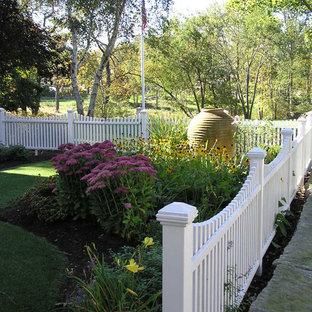 Idéer för vintage trädgårdar i delvis sol framför huset