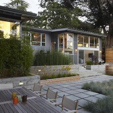 Modern Landscape Family Room Loft