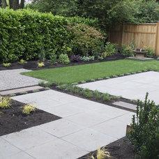Modern Landscape by Lilyvilla Gardens