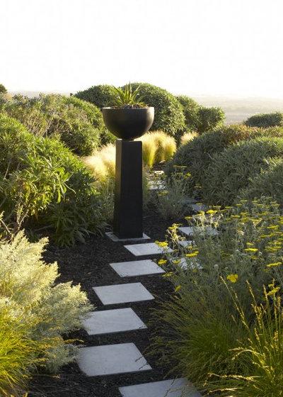 Modern Garten by Jeffrey Gordon Smith Landscape Architecture