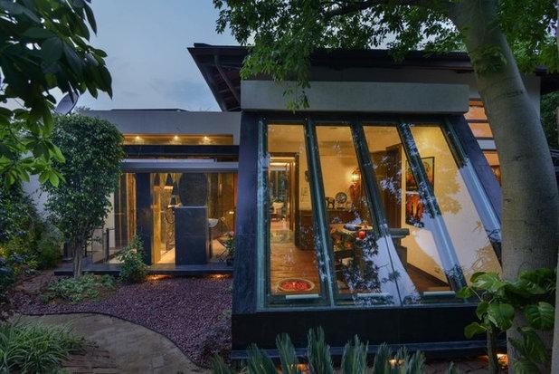 Contemporary Garden by Monica Khanna Designs
