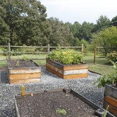 Farmhouse Landscape by Urban Agriculture Inc.