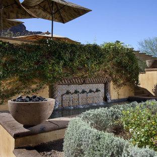 Ispirazione per un giardino american style con un muro di contenimento