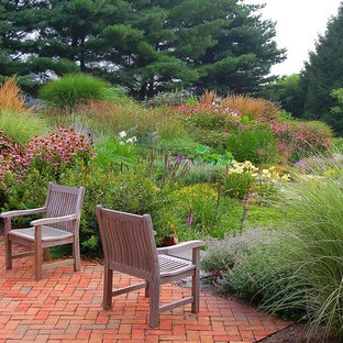 This is an example of a contemporary garden in Philadelphia.