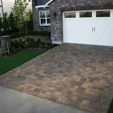 Traditional Landscape by Legacy Builders