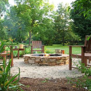 Foto di un giardino design con un focolare