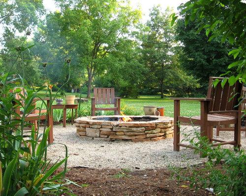 Moderner Garten Mit Feuerstelle In Milwaukee