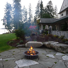 Traditional Landscape by PUGET SOUND LANDSCAPING INC
