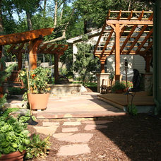 Traditional Landscape by Gary Rumbaugh Construction Company