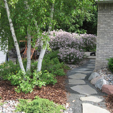 Modern Landscape by Landscape Renovations Inc.