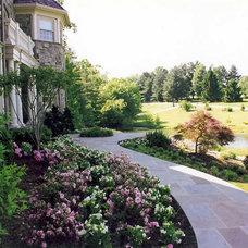 Traditional Landscape by Land Art Design, Inc.