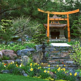 Asiatischer Hanggarten im Frühling in Denver
