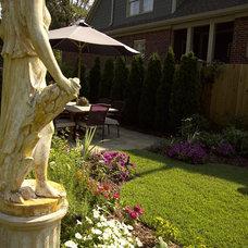 Eclectic Landscape by Troy Rhone Garden Design