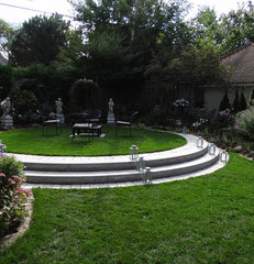 traditional landscape by Breckenridge Design, Construction & Maintenance
