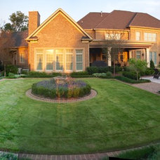 Traditional Landscape by Bruce Clodfelter and Associates