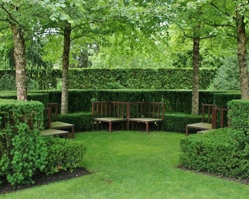 Photo Of A Traditional Backyard Formal Garden In Chicago.