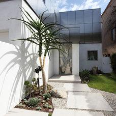 Modern Landscape by Cassy Aoyagi, FormLA Landscaping