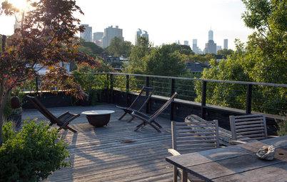 Perfekt unperfekt: Eine grüne Dachterrasse mit Ausblick über Brooklyn