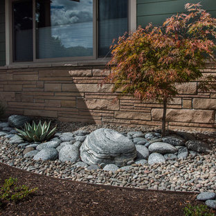 Photo of a small craftsman drought-tolerant and full sun front yard gravel landscaping in Other.