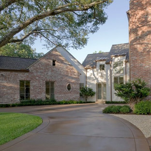 Design ideas for a mid-sized traditional full sun side yard concrete paver driveway in Houston for fall.