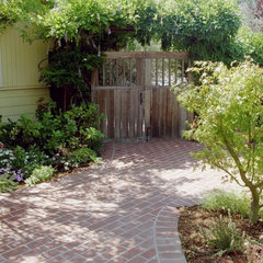 traditional landscape by Diane Licht Landscape Architect