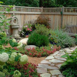This is an example of a classic back garden in Chicago with natural stone paving.