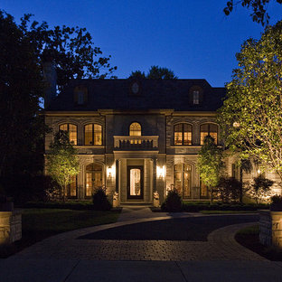 This is an example of a large traditional shade front yard stone driveway in Chicago for summer.