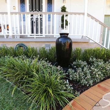 Front Garden Design / Front Garden Driveway / Front Garden Ideas