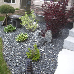 contemporary landscape by MELDS home staging