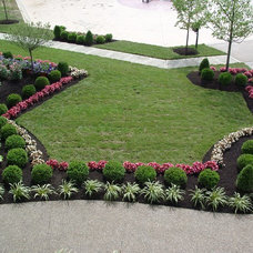 Traditional Landscape by Lichtenberg Landscaping, Inc.
