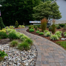 Traditional Landscape by The Sharper Cut, Inc. Landscapes
