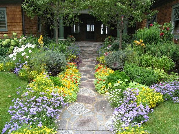 Victorian Landscape by Heidi's Lifestyle Gardens