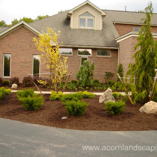 Design ideas for a traditional landscaping in New York.