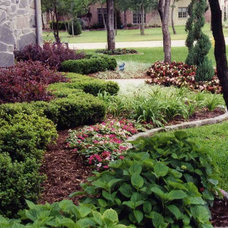 Traditional Landscape by Green Meadows Landscaping