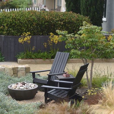 Inspiration for a small coastal drought-tolerant and full sun front yard stone garden path in Santa Barbara.