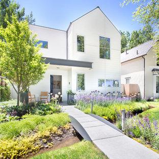 Cette photo montre un jardin avant scandinave avec une entrée ou une allée de jardin et des pavés en béton.