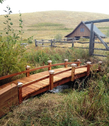 farmhouse landscape by www.RedwoodGardenBridges.com