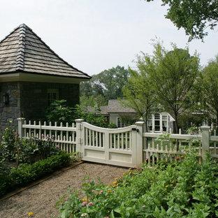 Ejemplo de jardín clásico en patio trasero