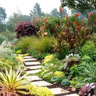 Aménagement d'un jardin arrière contemporain.