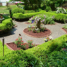 Traditional Landscape by Cobble Systems, LLC