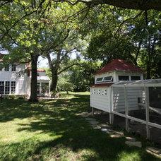 Farmhouse Landscape by Restore North Shore