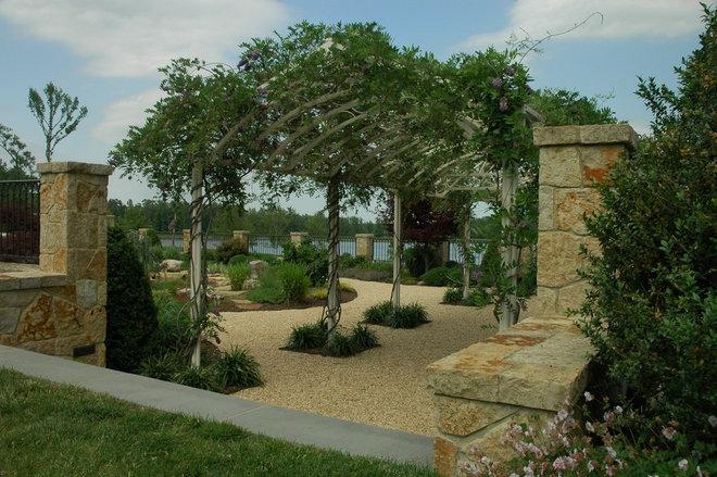 Traditional Landscape by H&G Landscape Architects