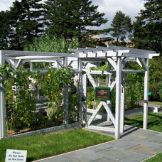 Traditional Landscape Garden System with Pergola