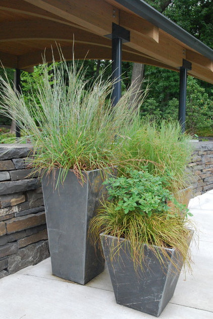 Native plants inspire and educate at nyc 39 s botanical garden for Ornamental grasses for planters